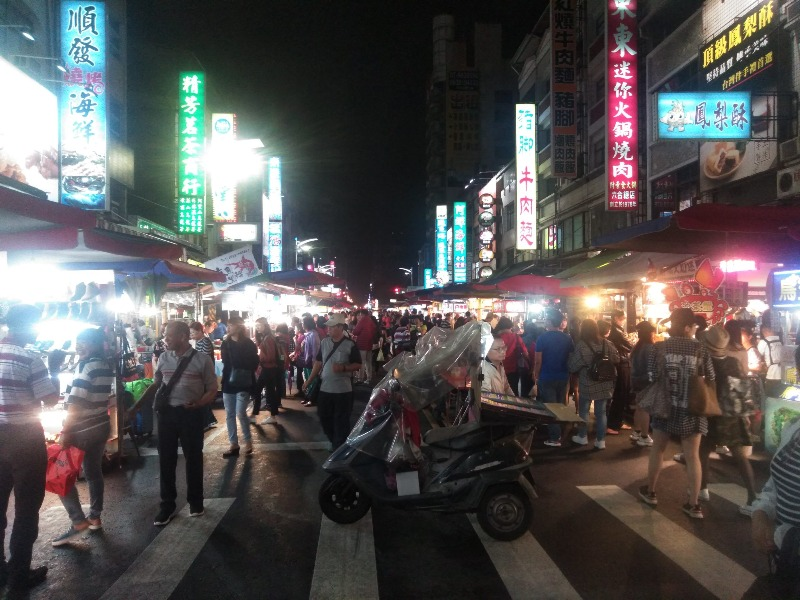 六合夜市、三鳳宮、明星釣蝦場への行き方【台湾・高雄観光】