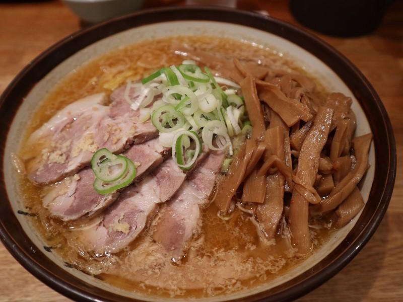札幌一有名なラーメン店・すみれの味噌ラーメンで北海道を味わおう
